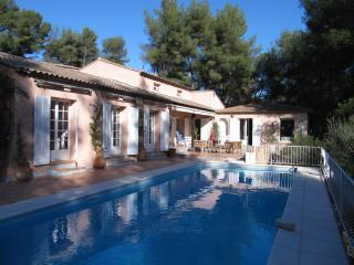 Villa Sena in Var - 5 Bedrooms - Sleeps 12, Sollies-Pont