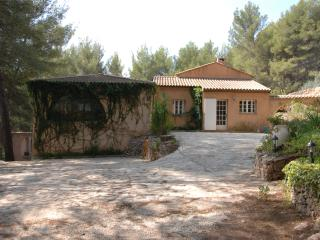 Villa Sena in Var - 5 Bedrooms - Sleeps 12