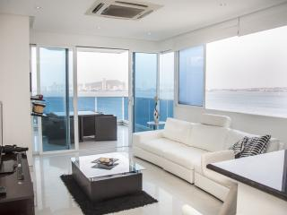 Sleek 1 Bedroom Apartment with Amazing Views in Castillo Grande, Cartagena