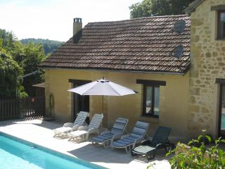Tobacco Barn - Stunning, views, pool, wlk to bakery & rest, Lascaux 4 10mins, Peyzac-le-Moustier