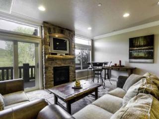 Snowbasin View Huntsille Condo| Luxury 2 Bedroom | Lakeside Unit 46, Huntsville