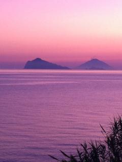 tramonto su Panarea e stromboli visto da Calandra