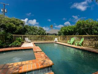 4BR/3BA Luxury Bay Home in Rockport, w/ Pool/hot tub!