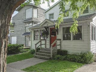 Steps from Lake Michigan beach, sleeps 12, private off street parking