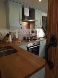 The Boathouse - modern fitted kitchen with oven, hob, microwave, dishwasher, fridge freezer