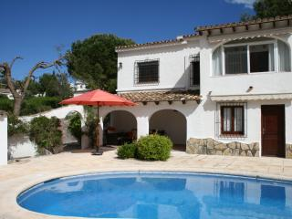 Top rated villa, lovely views. Air Con, UKTV, WiFi, Calpe
