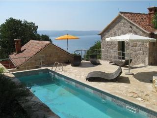 Stone Villa Anteba for big groups in Omis