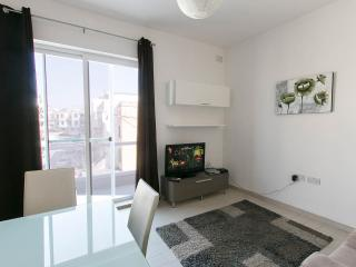Penthouse close to St.Julians-10min walk, Swieqi