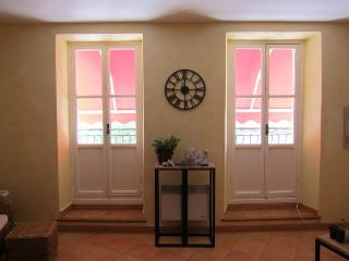 Beautiful typical 1 bd in heart of old town
