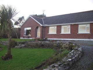 Rose Cottage In a quiet Location with Seaview, Bantry