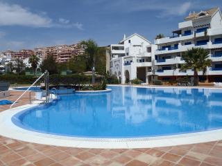 Duquesa Suites Apartment
