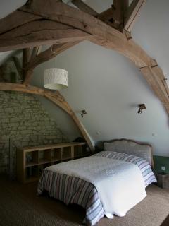 chambre parentale avec charpente du XVI èmme siècle