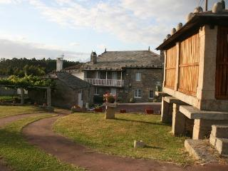 Casa Pereiro, vivienda en aldea cerca de Viveiro con 12 plazas