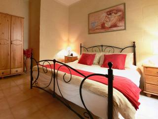 Bright, spacious apartment in tranquil Gozo.  10% off bookings made in February, Xlendi