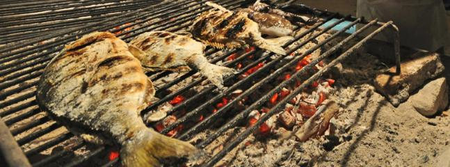 Degusta il miglior pesce fresco nell'ampia zona BBQ