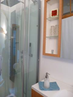 Salle d'eau - douche - de la chambre Jardin
