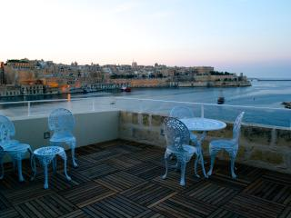 SallyPortSenglea serviced suite and Valletta Views