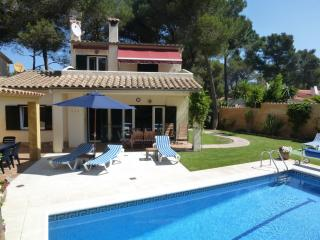 La Pineda - a quality villa with private pool: 900m from Tamariu beachfront