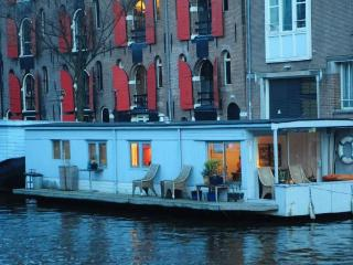 Pantheos Romantic Houseboat, Amsterdã