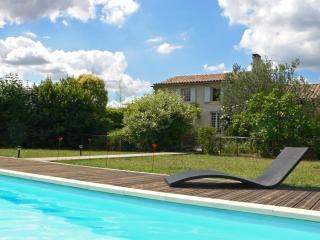 Gîte de charme  au calme, piscine privée,, Saintes