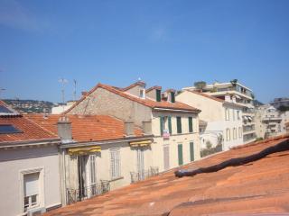 Deux pièces atypique mansardé avec charme, centre, Cannes
