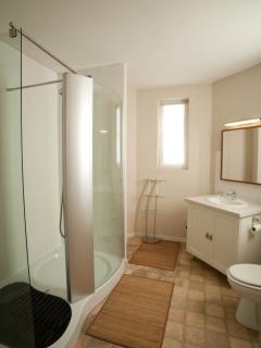Family wash-room at La Conciergerie