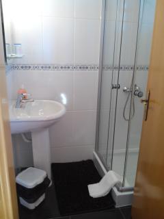 2º bedroom, Bathroom