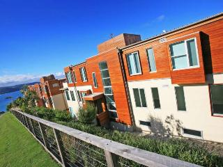 POINT GREY LORNE- APT 4, Lorne