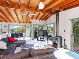LORNE VIEWS BEACH HOUSE - Family beach home
