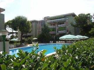 Pineto centro, bilocale con piscina vicino al mare