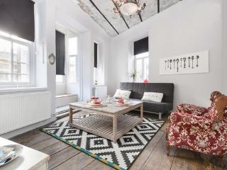HISTORICAL GALATA FLAT BEST LOCATION 4 PER