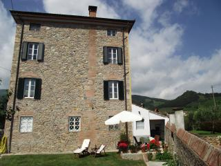 Colle Farmhouse apartment in peaceful village, Lucca