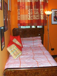 large single bed in the vestibule bedroom
