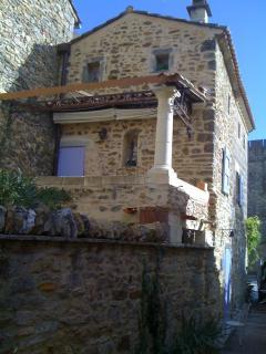 La terrasse de la Lavandine côté patio et terrasse