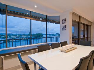 Dining for 8 and room for 3 on the adjacent breakfast bar all while enjoying the pristine views