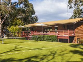 LA TIENDA - Anyone for tennis?