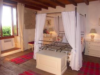 Idyllic location on Charente/ Dordogne border x 8, Aubeterre-sur-Dronne