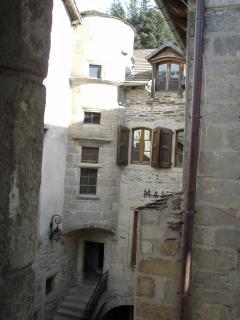 Vue de la chambre sur la mairie de Villefort