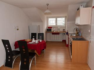 Full kitchen, fitted with table and 4 chairs
