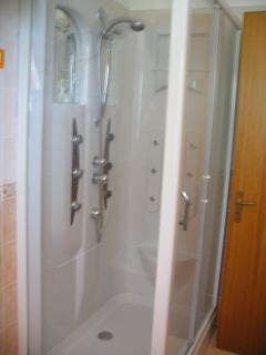 Shower with hydromassage