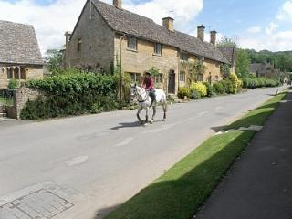 Shepherds Hay, cosy Cotswolds country cottage