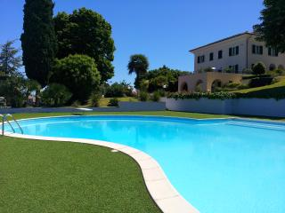 Luxury  villa,14+5 sleeps with pool, tennis., Macerata