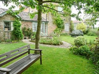 STONE COTTAGE, WiFi, enclosed garden with furniture, Ref 904161, Shobdon