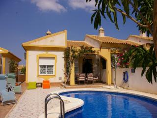 El Olivo - 2 bedrooms sleeping 6 with private pool and free wi-fi