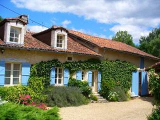 Le Petit Garem Farmhouse, unique with private pool, Brantome