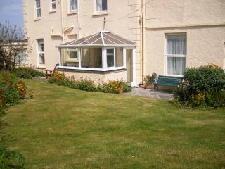Seaside - 'DELFI' Garden Apartment at Yellow Sands,  HARLYN BAY,  P a d s t o w