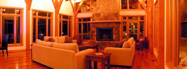 VALLEY VIEW CHALET : Entertain your guests and family in the grand living room by the fire facing beautiful mountain...