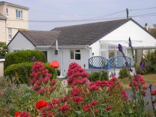 'Cataclews' Cottage at Yellow Sands, Harlyn Bay, Padstow -Seaside, Coastal walks