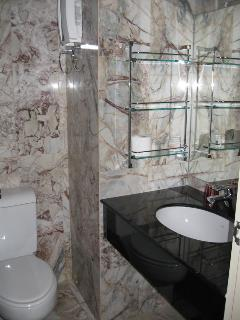2 bathrooms feature granite and marble each with hot water showers