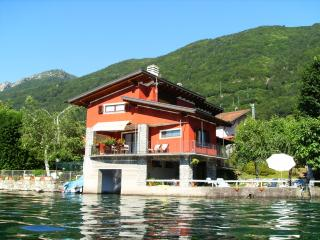 The house on the lake, Omegna